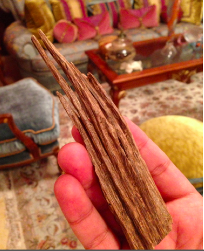 Oud Wood burning  العود Incence The Fragrant Man